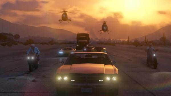 Rockstar meminta kesabaran para gamer yang berusaha mengakses server GTA Online di awal rilis. Server sibuk, crash, dan glitch diakui akan banyak ditemui. Oleh karena itu, Rockstar meminta maaf terlebih dahulu dan berjanji akan segera menambah jumlah server secepat mungkin untuk memfasilitasi hal tersebut.