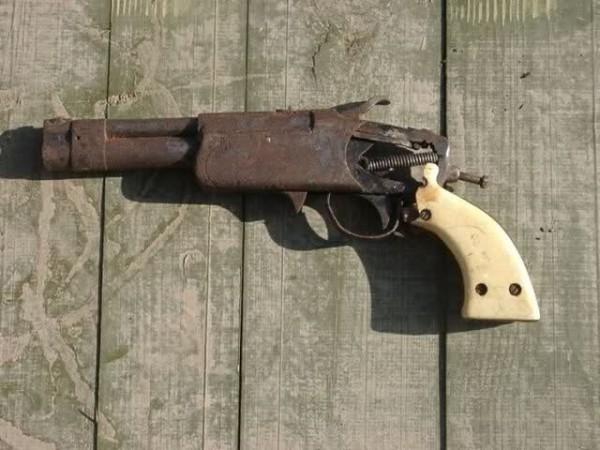 pistol rakitan