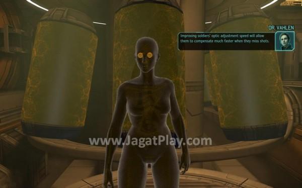 Implan genetik untuk berbagai organ tuhuh tentara memungkinkan pemain mendapatkan tentara yang memiliki kemampuan lebih dibandingkan tentara standar XCOM.