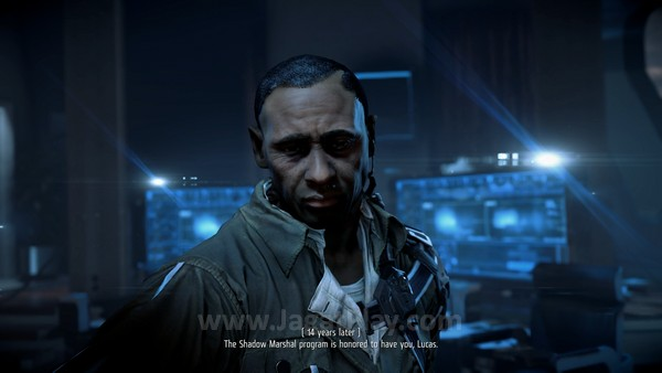 Lihat detail yang ditawarkan oleh Killzone: Shadow Fall. Lekuk wajah, cahaya, dan tekstur pakaian terlihat lebih menarik.