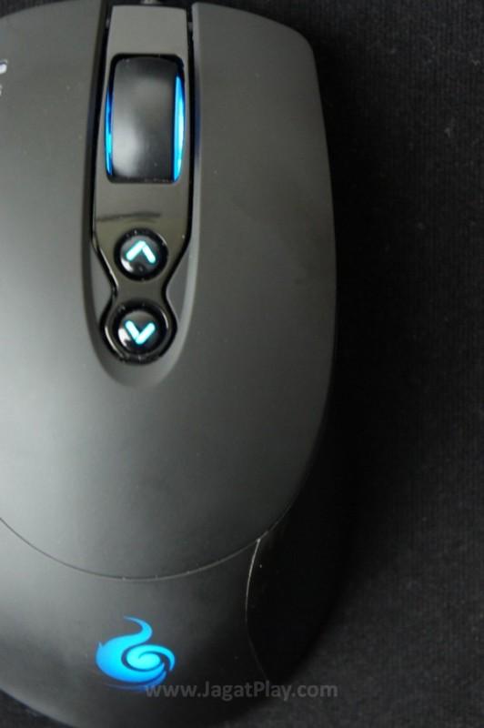 Warna hitam yang dominan, dengan kombinasi lampu LED yang menyala terang, CM Storm Havoc memang memperlihatkan desain sebuah mouse gaming yang kentara.