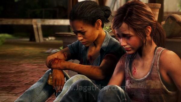 Left Behind memuat dua cerita berbeda dalam alur maju dan mundur. Salah satunya berkisah tentang hubungan antara Ellie dan sang teman terbaik - Riley.