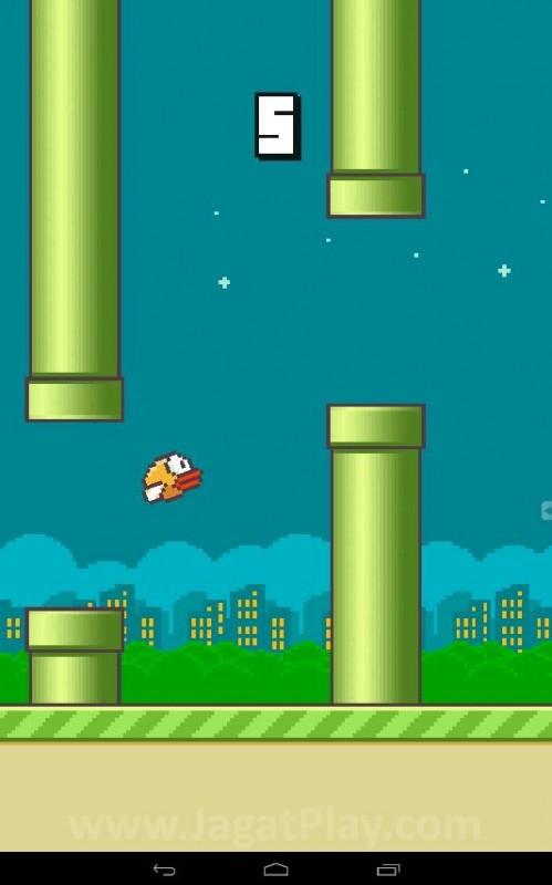 Melakukan tapping kecil untuk membuat burung aneh mengepakkan sayap kecilnya dan bergerak sedikit melawan gravitasi, Flappy Bird memang mengusung mekanik gameplay yang familiar.