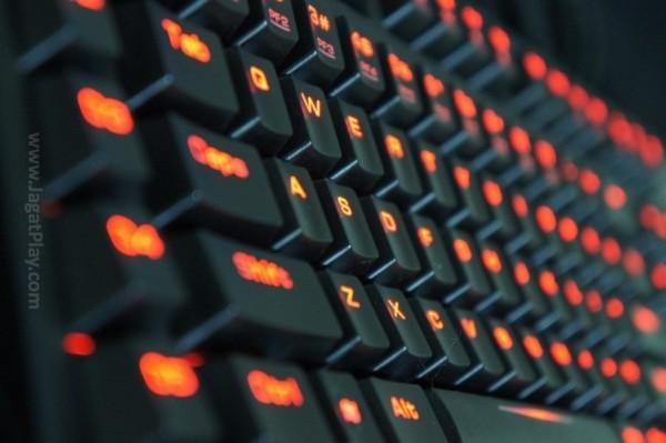 Dari sisi desain, Hermes memang terlihat garan dan elegan di saat yang sama, dengan lampu LED yang menyala terang hampir di semua bagian keyboard.