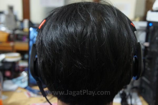 Akibatnya, ear pada terasa cukup menekan daun telinga dan cukup lelah jika digunakan untuk waktu yang lama.