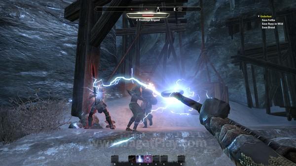 Mengusung identitas khas Elder Scrolls selama ini, Anda bisa bermain dari kacamata orang pertama dengan mekanisme kontrol yang tidak banyak berbeda. Bar magicka, health, dan stamina juga baru akan muncul jika berkurang atau bertambah, membuat UI tetap meinimalis.
