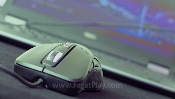 Implementasi teknologi Omron Switch dan varian sensitivitas yang bisa dipilih membuatnya tampil sebagai mouse yang terhitung fleksibel untuk semua jenis aktivitas gaming yang ada.