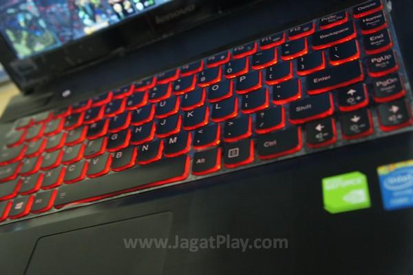 Secara garis besar, keyboard yang ditawarkan nyaman dan responsif untuk digunakan.