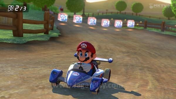 Mengumpulkan power up masih menjadi hal yang esensial di Mario Kart 8 ini.