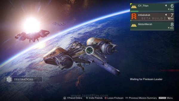 Anda bisa membentuk Fireteam sendiri dan berpetualang bersama.