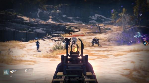 Memadukan FPS dan RPG di satu genre yang sama, cita rasa gameplay Destiny memang mirip dengan Borderlands.