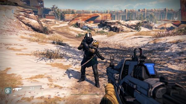 Anda bisa bertemu dengan player lain yang tengah sibuk  menjalankan misinya sendiri.
