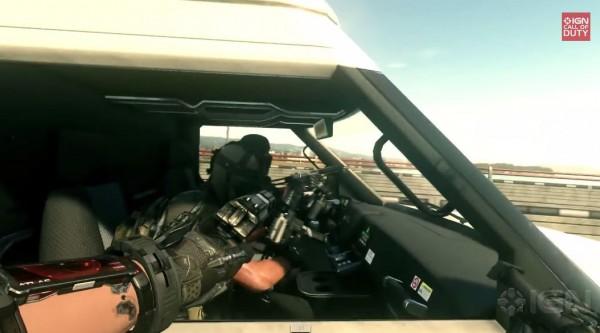 COD: AW memperlihatkan segmen gameplay single player baru - Traffic. Terlihat dua karakter utama yang mengejar mobil kawanan teroris dengan teknologi exoskeleton mereka.