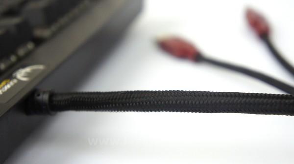 Kabel dibuat lebih kuat dengan dukungan jalinan serat.