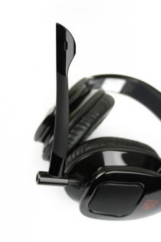Microphone dapat dipasang dengan mudah dan memiliki elastisitas tinggi supaya dapat dibengkokkan sesuai kebutuhan penggunanya.