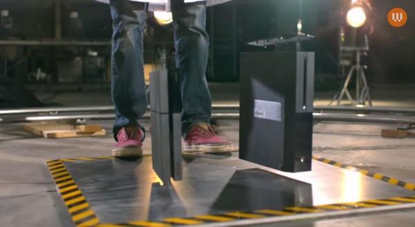 Dijatuhkan dari ketinggian yang berbeda, Wired membuktikan bahwa Xbox One ternyata lebih tahan banting. Ia masih mampu berjalan normal setelah jatuh dari ketinggian 4,5 meter, sementara Playstation 4 menolak untuk berfungsi.
