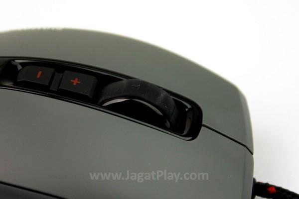 Karet pada mouse wheel mencegah jari slip, terutama ketika berkeringat.