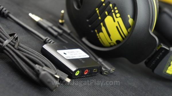 NIlai jual terbaik? Paket penjualannya menyertakan varian kabel untuk memastikan Steelseries 9H Na'Vi Edition ini bisa digunakan di platform apapun - PC, konsol, handheld, hingga mobile sekalipun.