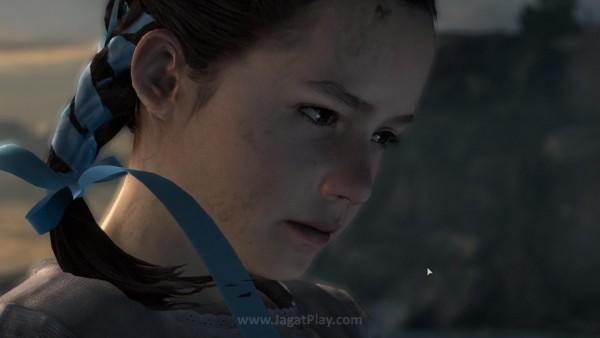 Ia ditemani seorang anak perempuan misterius yang tampaknya sudah menghuni pulau yang sama untuk waktu yang cukup lama - Natalia.