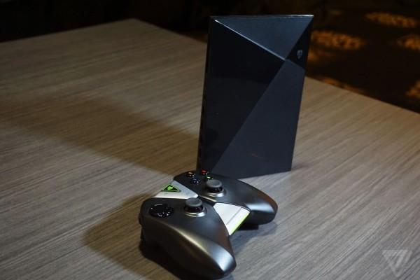 NVIDIA Shield terbaru - sebuah konsol kecil berbasis Android. (Source Gambar: The Verge)