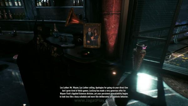 Kehadiran suara Lex Luthor mungkin hanya sekedar cameo, namun ia secara instan