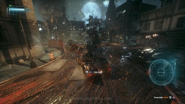Gotham sudah steril dari penduduk sipil, sehingga Anda bisa memacu kendaraan super kencang tanpa perlu memikirkan apapun.