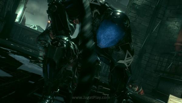 Berbeda dengan musuh yang selama ini ia temui, Arkham Knight
