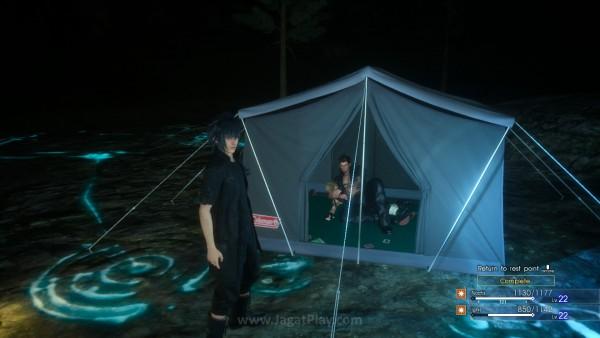 Ketika tiba lagi di camp, Anda bisa melihat karakter yang tidak ikut quest saling berinteraksi.