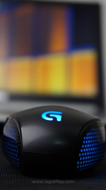 Bagi gamer yang sensitif dengan masalah berat, mouse ini memang tidak hadir dengan opsi modifikasi elemen tersebut. Namun untuk preferensi kami pribadi, terlepas dari bahan plastik yang ia usung, beratnya sendiri sudah terasa pas.