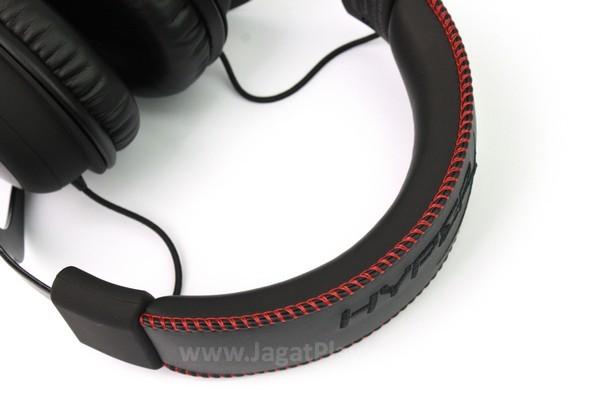Headband ditopang oleh busa yang lembut dan nyaman