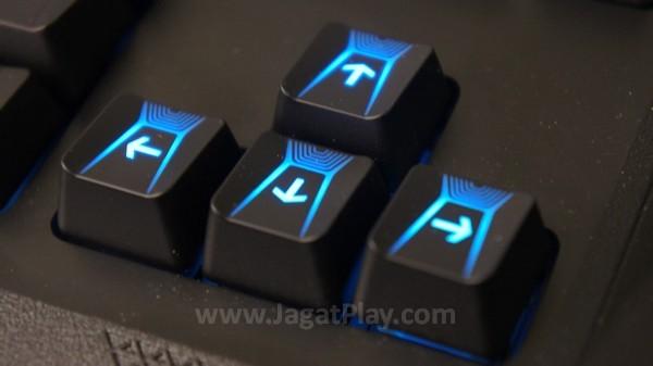 Switch yang nyaman tersebut dikombinasikan dengan desain tesktur tuts yang tak konvensional. Sedikit cekung di tengah tengah membentuk lembah, ia memberikan rangsang efek sentuh tersendiri bagi jari Anda.