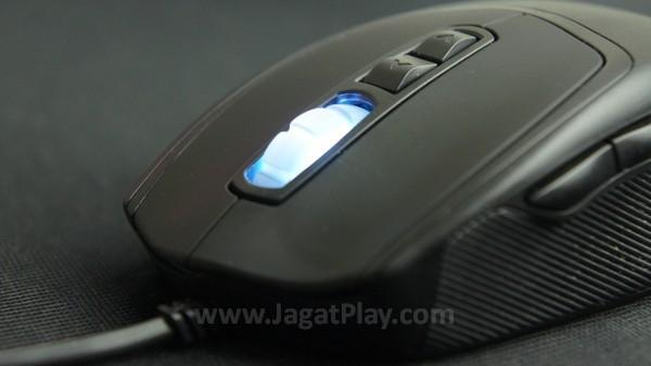 7 tombol utama - klik kiri, kanan, scroll wheel, dua tombol DPI, dan dua tombol ekstra di bagian kiri mouse.