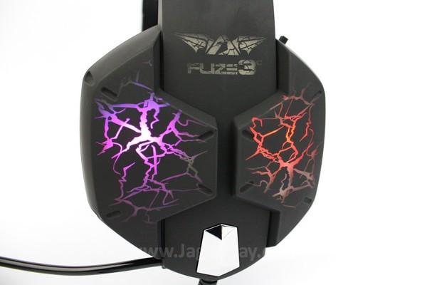 Warna lampu pada eksterior headset berubah otomatis