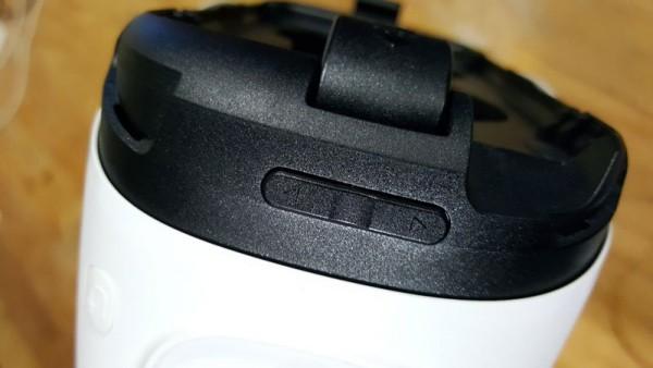 Tombol pengatur volume cukup sulit ditemukan ketika menggunakan Gear VR