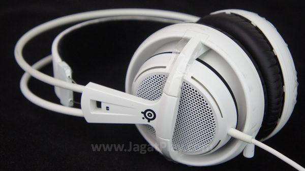 Anda yang cukup mengikuti produk headset Steelseries selama ini mungkin akan merasa familiar dengan desainnya yang