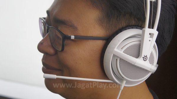 Tentu saja, port jack berarti tak ada dukungan perangkat lunak untuk memodifikasi suara yang dihasilkan atau sisi kosmetik yang ada.