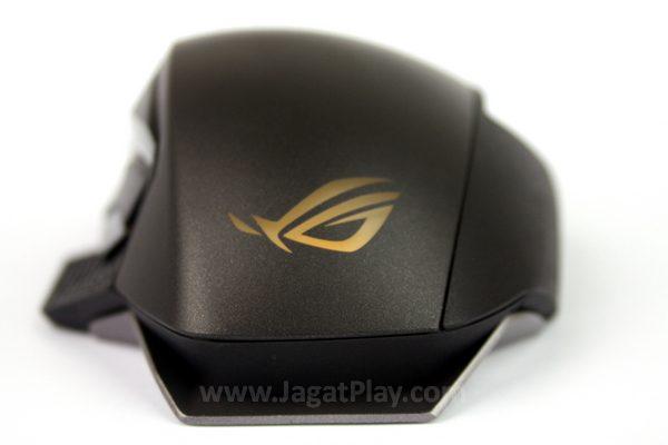 Bagian belakang Spatha dihiasi logo ROG, lengkap dengan lampu berwarna