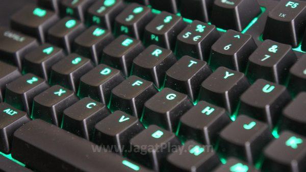 Sebagai keyboard mekanikal TKL, ia tentu hadir dengan bentuk yang lebih ringkas.