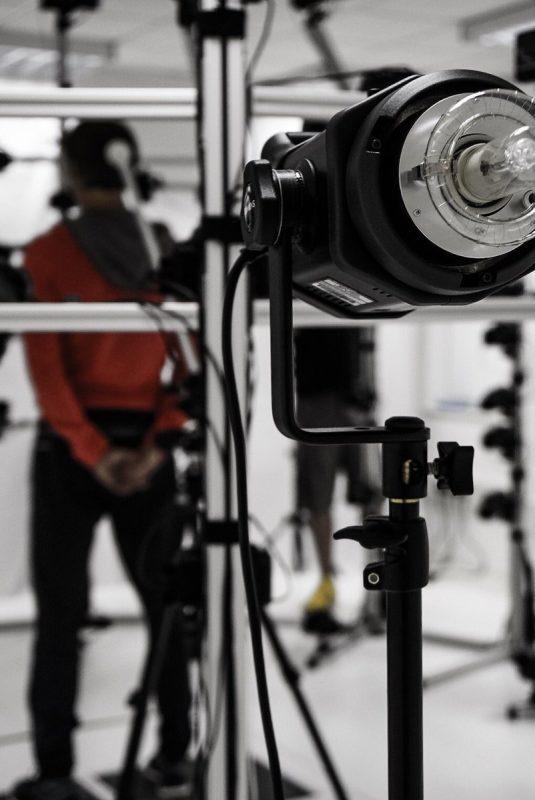 Foto pria misterius yang dirilis oleh Hideo Kojima. Ia terlihat tengah melewati proses motion capture.