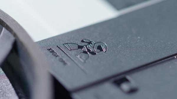 Microsoft menyematkan easter egg kecil di dalam interior Xbox One S.