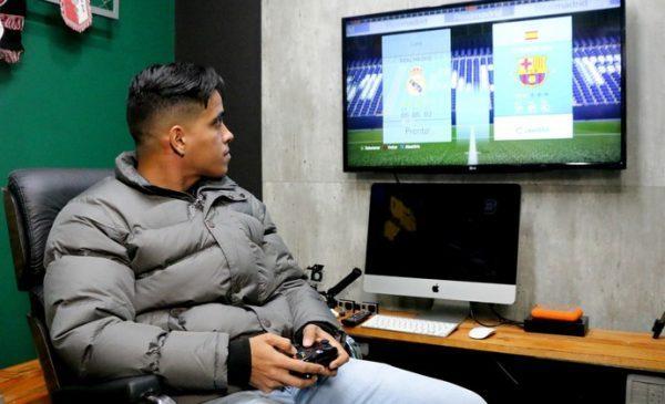 Wendell Lira memutuskan untuk gantung sepatu dan jadi gamer pro FIFA.