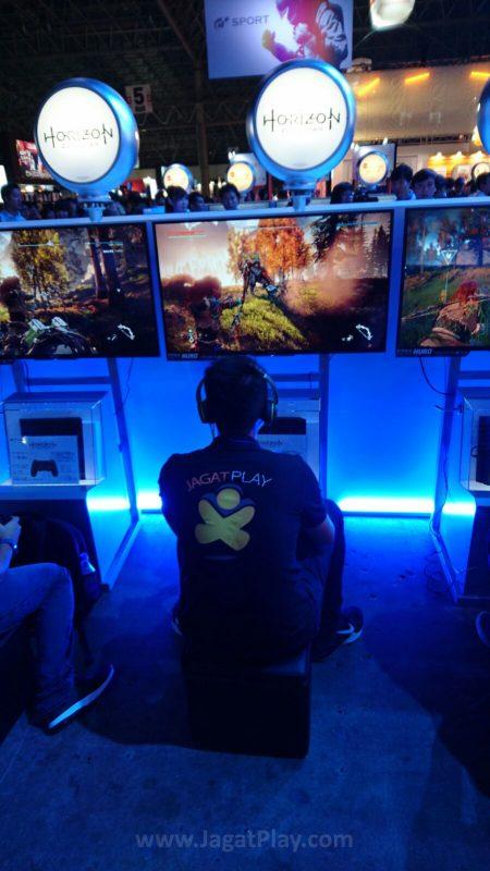 Mencoba Horizon di booth Sony