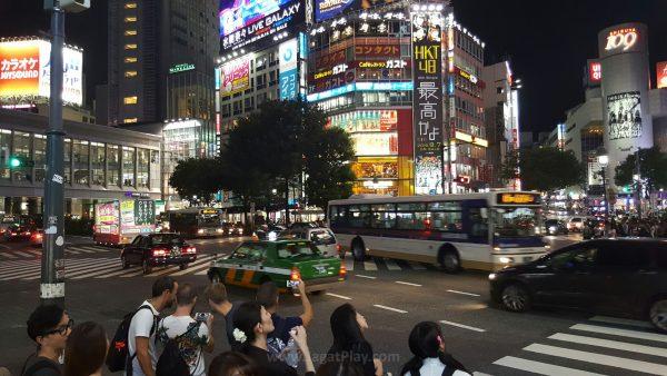 Ingat tokyo drift? Godzilla? Gantz? Setiap film atau manga yang membawa kultur modern jepang pasti akan menampilkan Shibuya crossing sebagai icon pop-culture. Penyebrangan terpadat di dunia ini memang selalu penuh sesak dengan manusia.