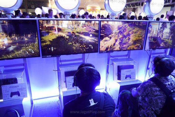 Tempting? Very. Bisa kami nobatkan sebagai salah satu game eksklusif PS4 paling menggoda saat ini.