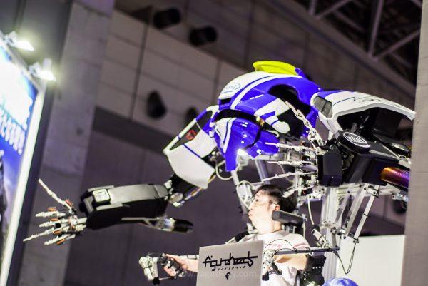 Lengan dan jari robotik dari Intel, real life PatLabor in 5 years?