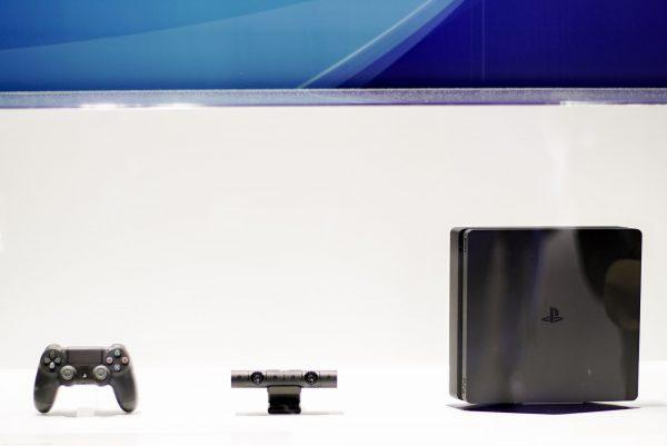 Tiga sekawan PS 4 SLIM
