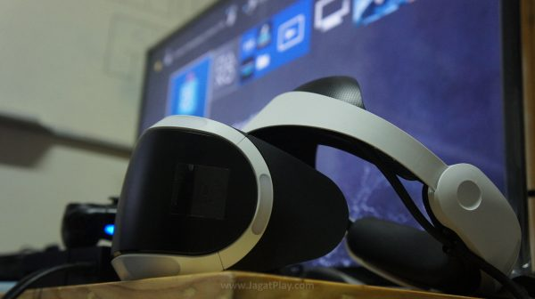 Data bukan GFK untuk bulan Oktober menyebut bahwa penjualan PSVR di Inggris hampir melampaui penjualan akumulasi antara Rift dan Vive.