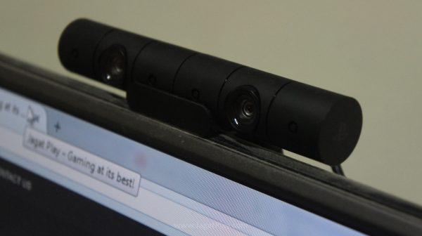 PS Camera bisa melakukan tracking dengan baik, selama tidak ada sumber cahaya yang terlalu terang di belakang Anda.