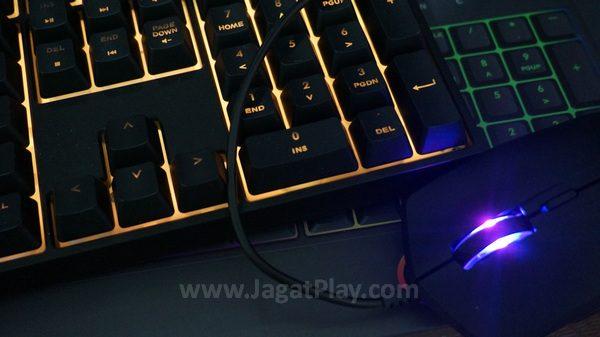 Combo ini, terutama dari sisi keyboard, seolah didesain untuk mengakomodir kebutuhan gamer yang baru hendak beralih dari keyboard membran biasa menuju ke sesuatu yang