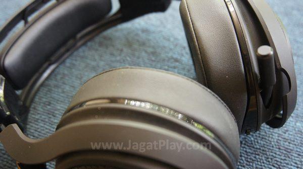 Busa lembut yang dilindungi kulit, ini adalah salah satu headset gaming ternyaman yang pernah kami uji.